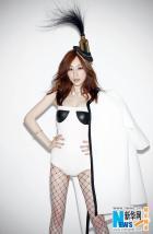 王心凌新专辑封面照曝光 白泳衣黑网袜尺度升级